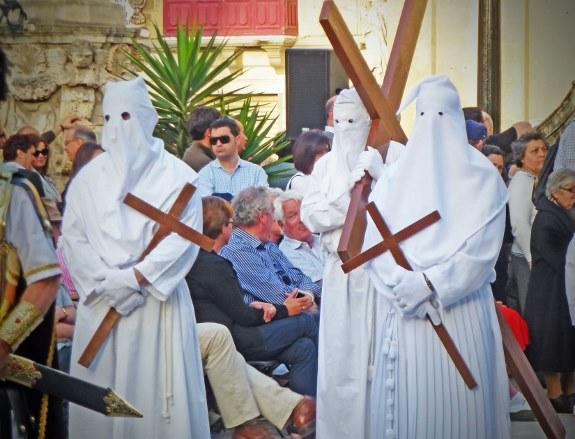md12-good-friday-procession-in-malta-penitents-575x439