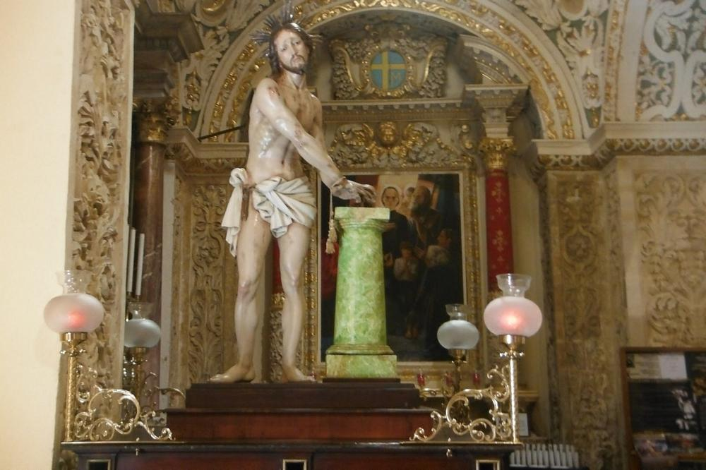 md12-statue-of-christ-at-the-pillar-to-be-beaten