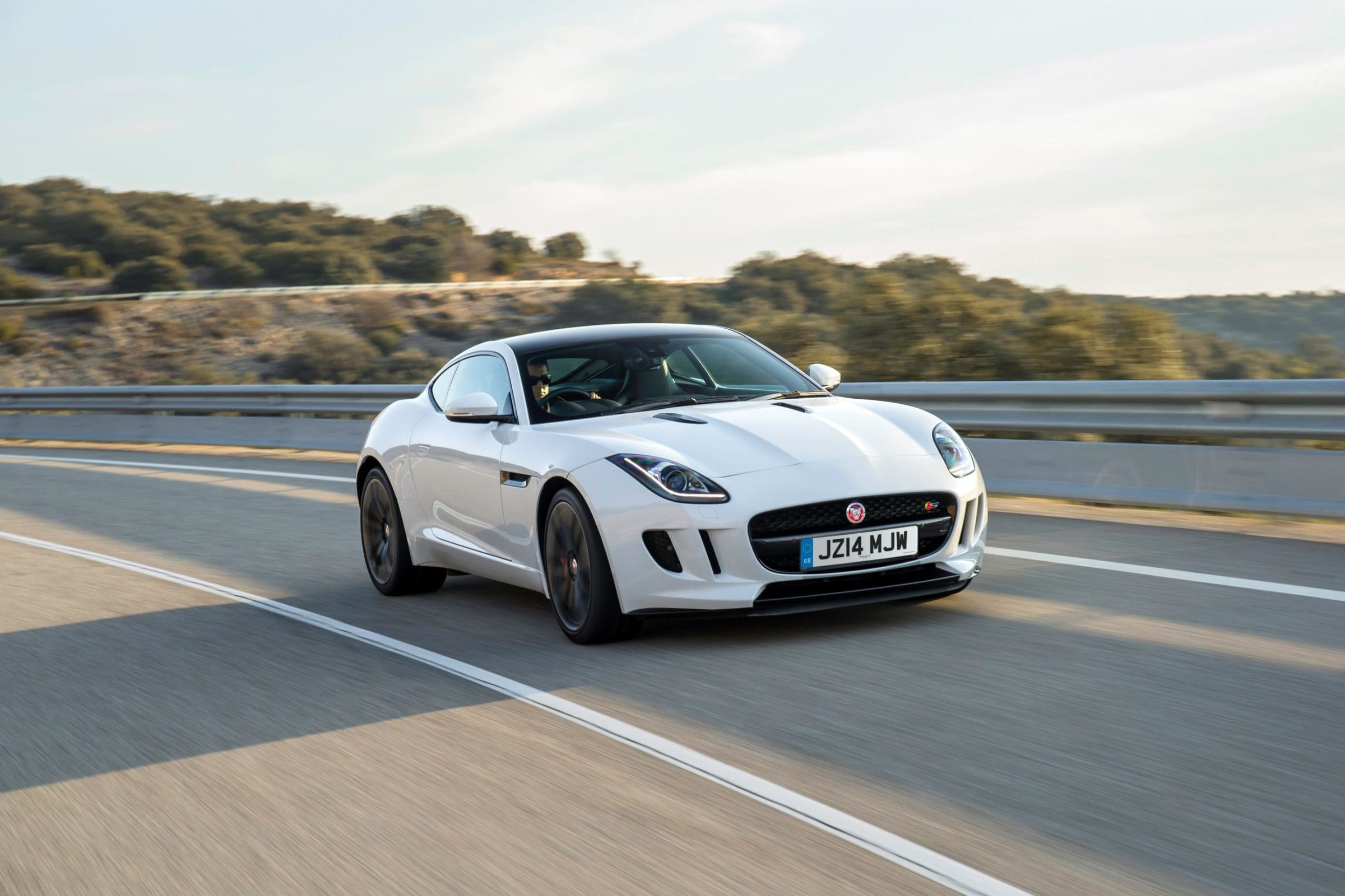 833994_JAG_F-TYPE_V6S_Polaris_White_001