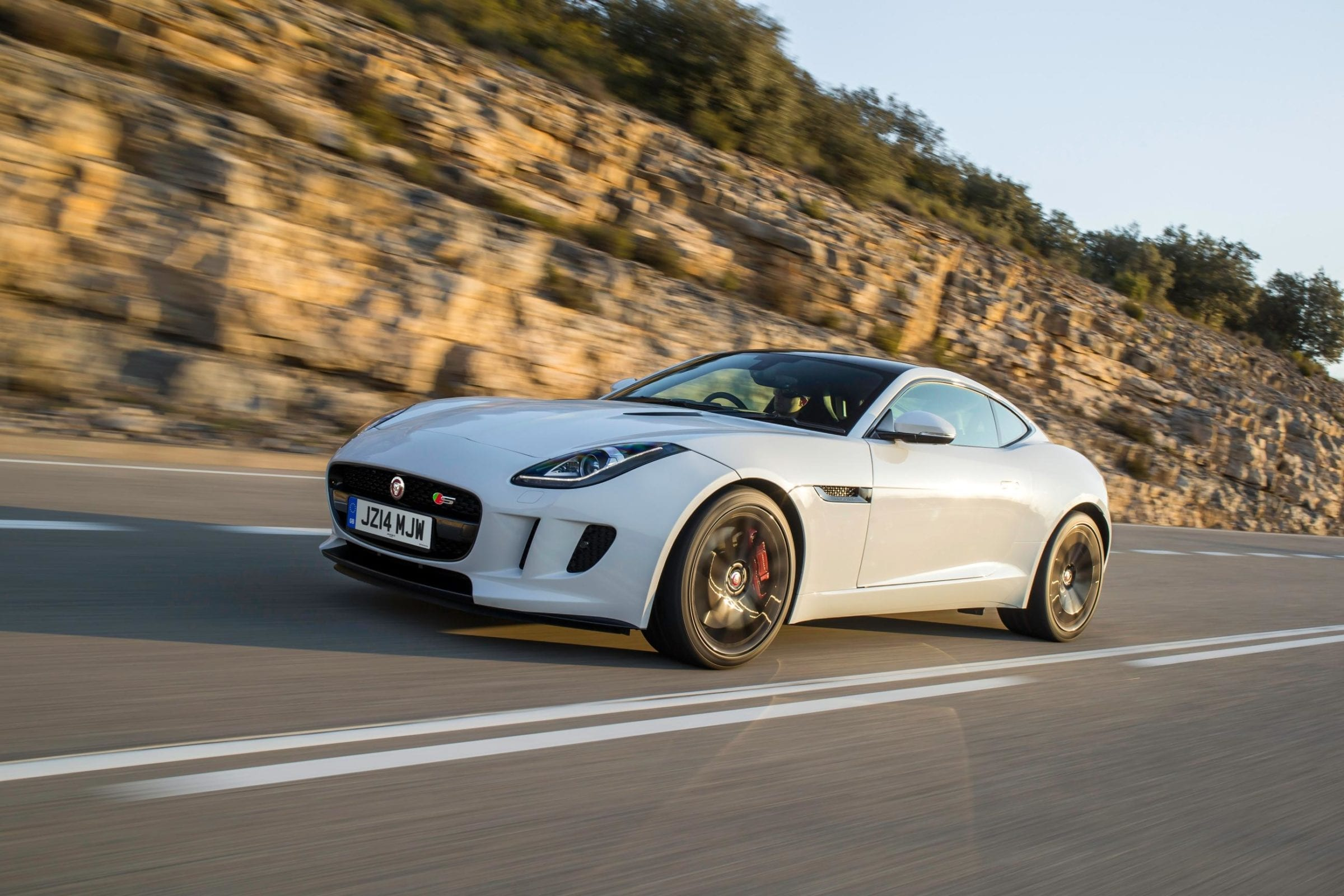 834001_JAG_F-TYPE_V6S_Polaris_White_002