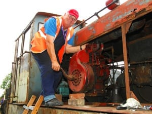 Volunteer-Graham-Kimber-cranks-the-engine-of-this-88DS-Diesel-Mechanical-Loco.