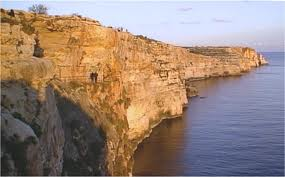 Ghar Hassan set in the cliff face