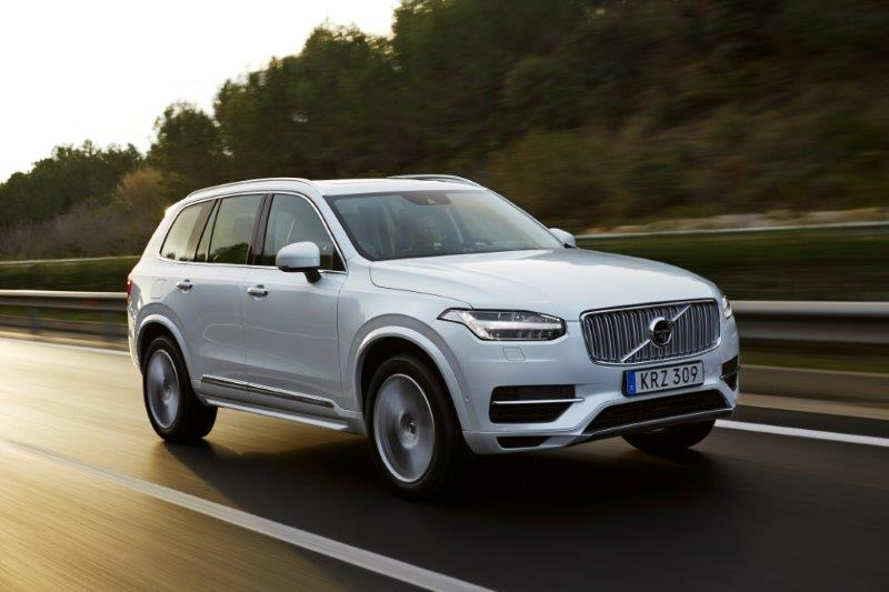 1043036_158092_The_new_Volvo_XC90_T8_Twin_Engine_petrol_plug_in_hybrid_driven_in_Tarragona