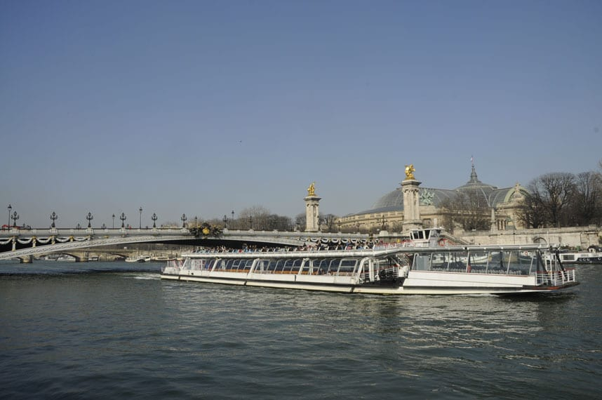 1- The Seine closed to the Avenue Montaigne