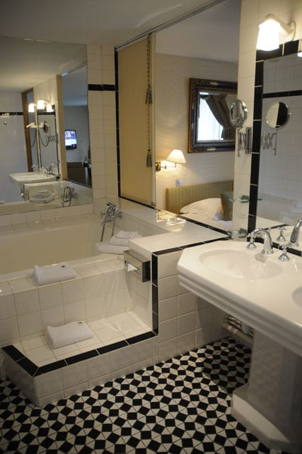 Art Deco bathroom of the Westminster junior suite
