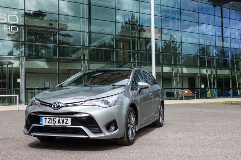 2015-Avensis-touring-sports-exterior-static-6