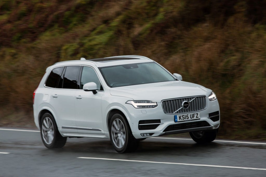 Front, dynamic image of the all-new Volvo XC90 in Ice White