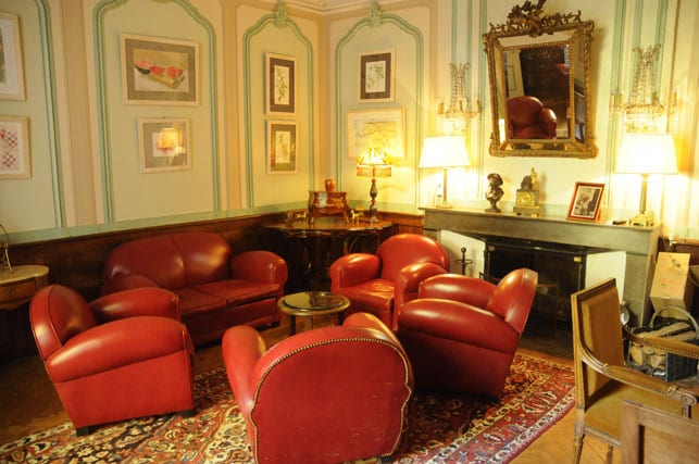 Stylish lounge in the hotel Chateau d'Ayres
