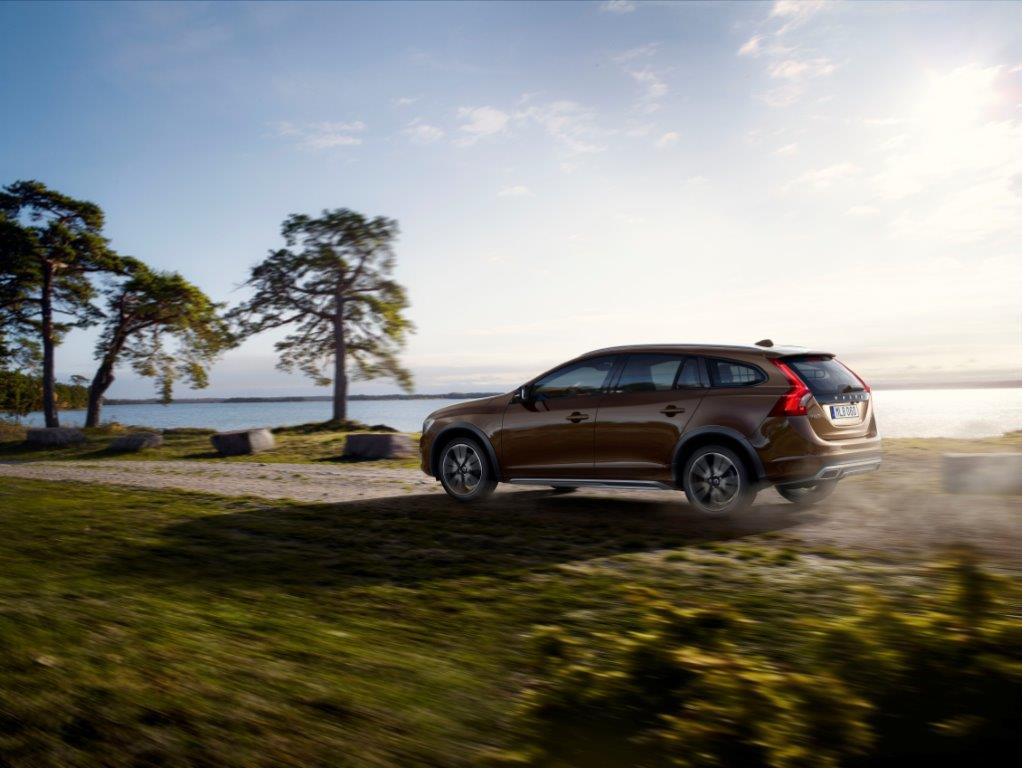 921051_153933_Volvo_Cars_reveals_new_V60_Cross_Country
