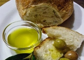 traditional-maltese-snack-with-olive-oil-and-fresh-bread-