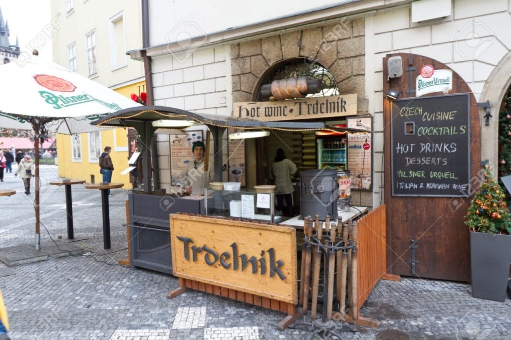 Trdelnik-artists-await-your-custom