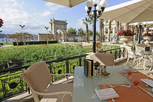 -outside-terrace-at-the-laledan-restaurant