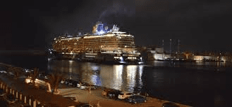 the-german-cruise-ship-mein-schiff-iii-leaving-the-grand-harbour-at-night