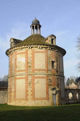 The-old-listed-dovecot-of-the-Chateau-dAugerville