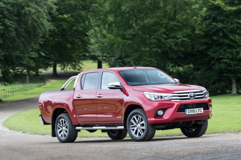 2016-hilux-invincible-ext-dynamic-1