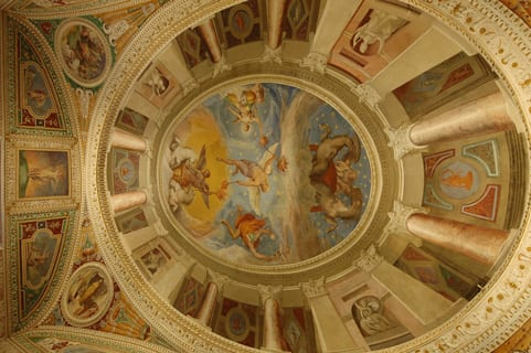ceiling-with-a-trompeloeil-painting