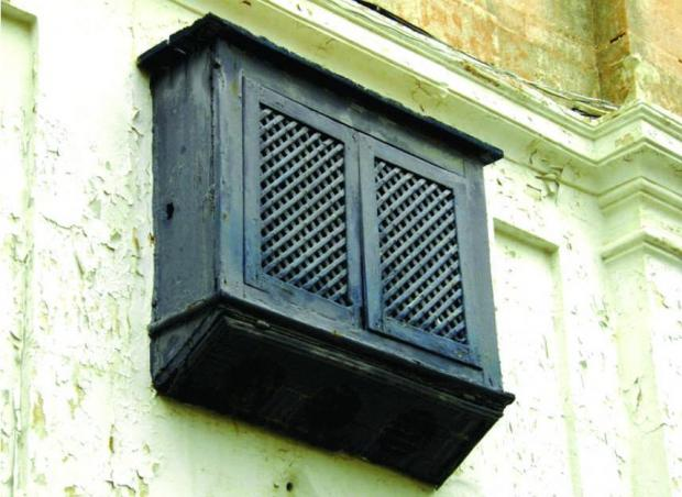 -the-forerunner-of-wooden-shutters-and-venetian-blinds