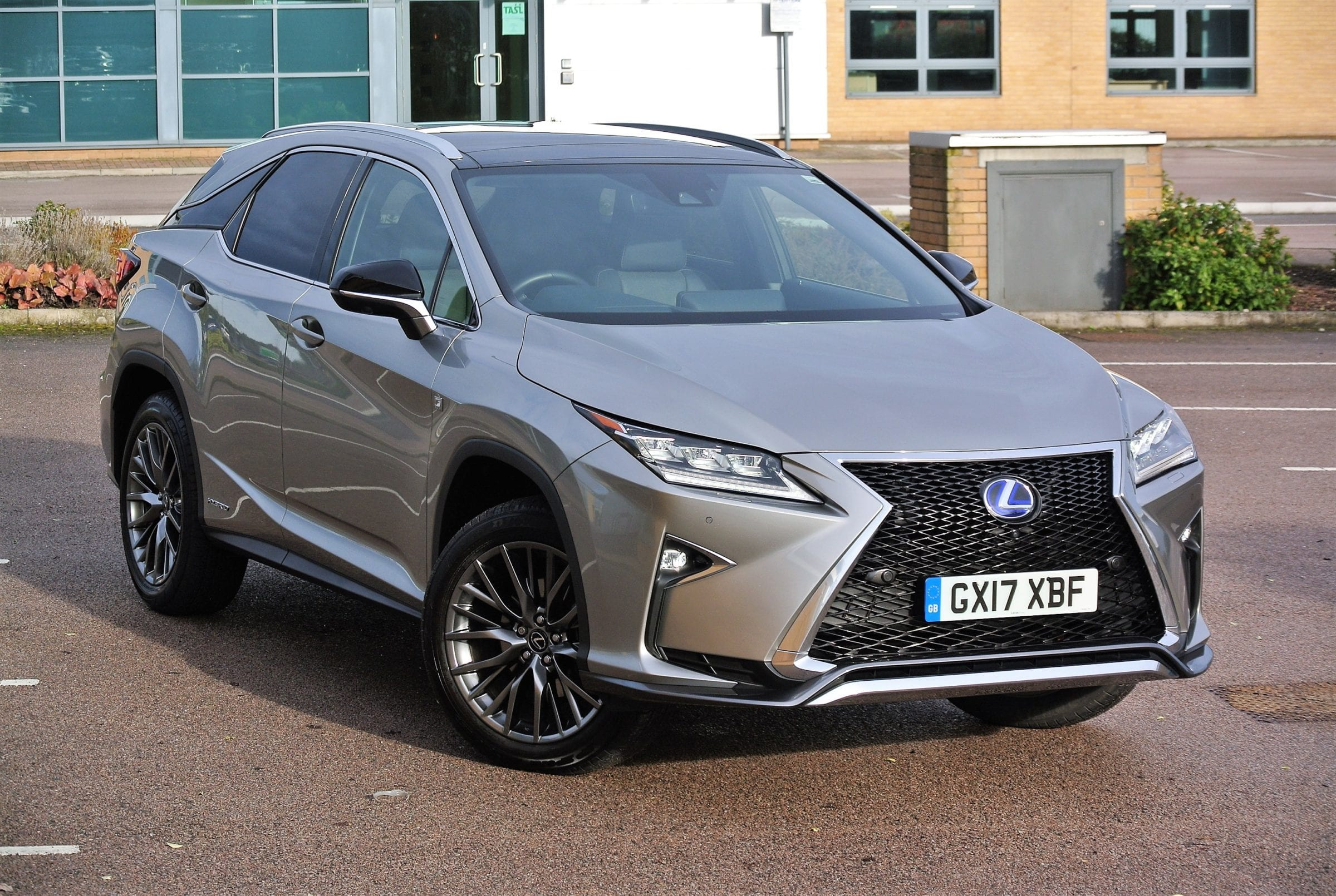 price road hybrid tests the lexus motoring courier from sharp style fp lifestyle