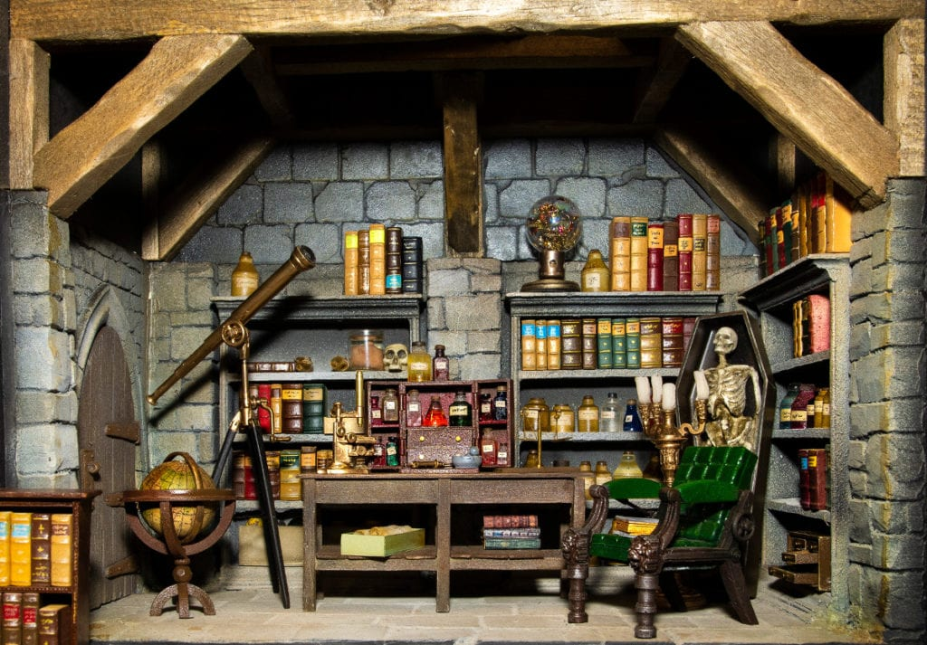 Pic A fantasy laboratory by Kastle Kelm Miniatures
