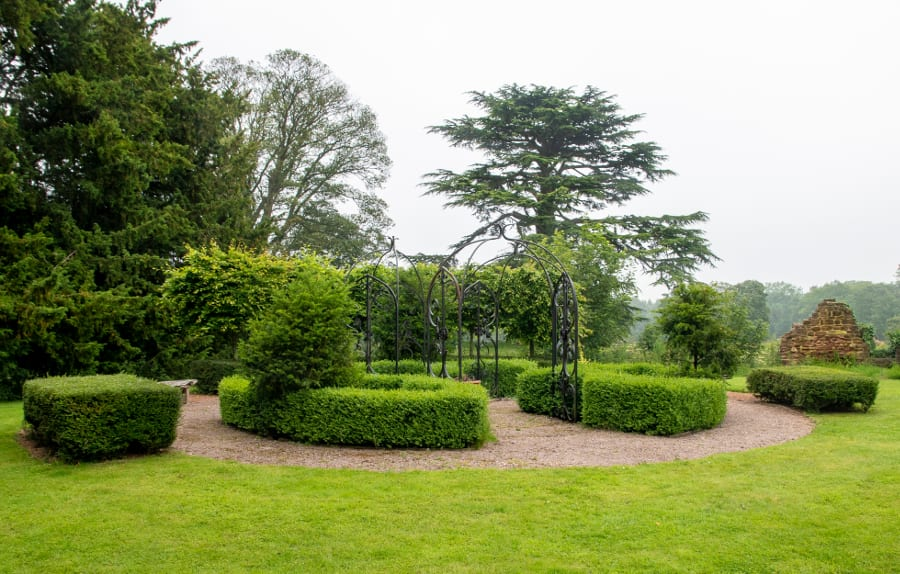 Pic The knot garden in Astley Castle grounds