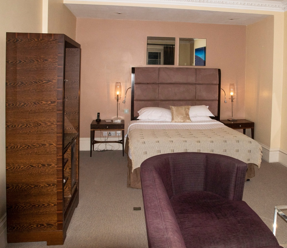 Pic Spacious and luxurious bedrooms