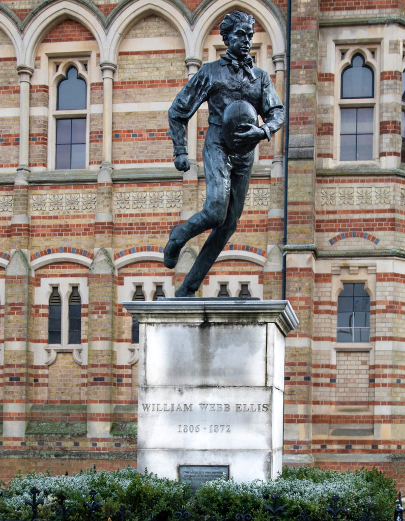 Pic Statue of William Webb Ellis outside Rugby School