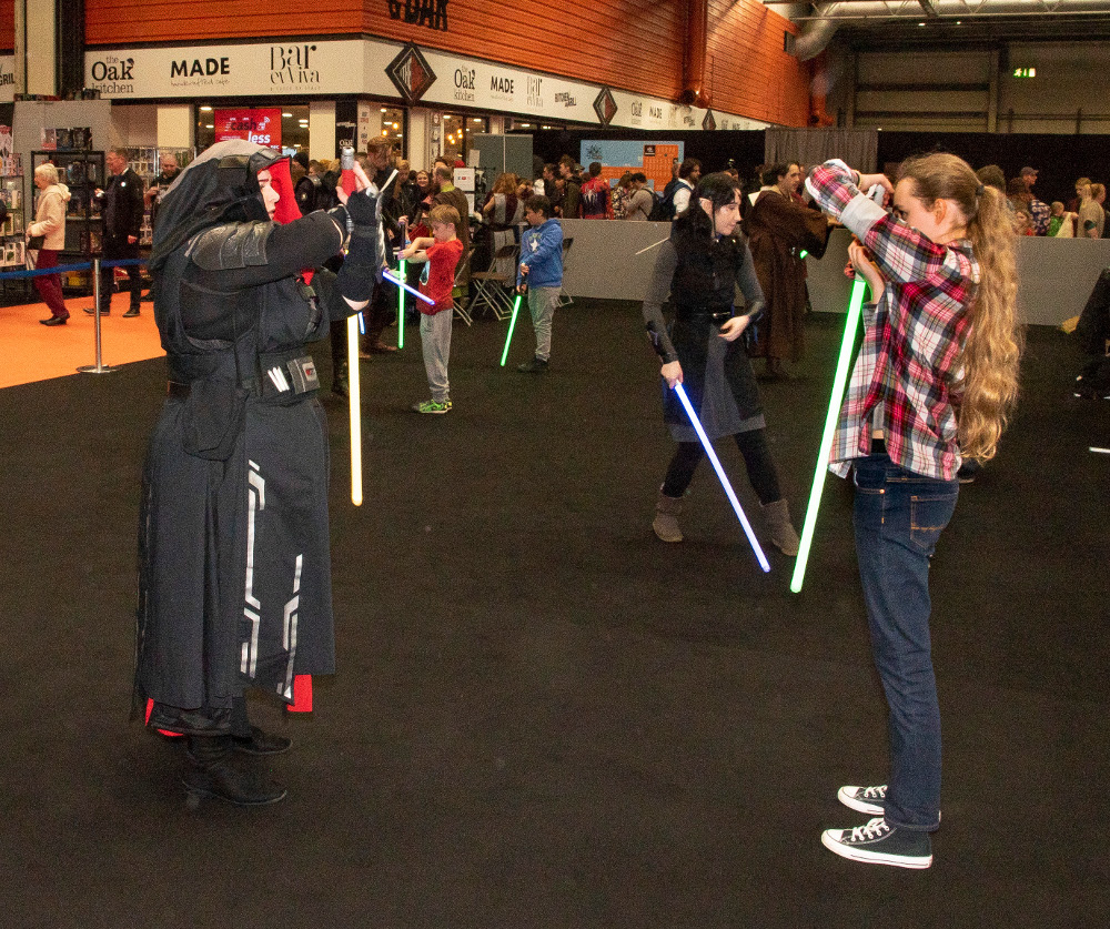 Pic Learn how to fight with a light sabre