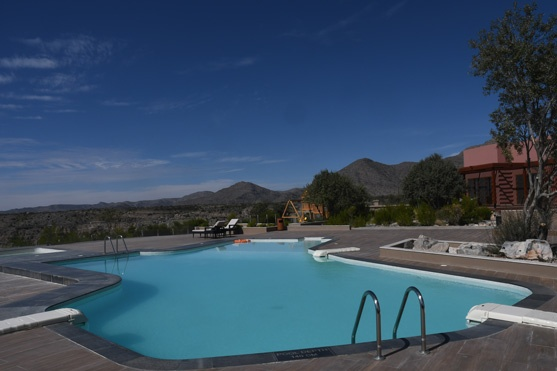 The swimming pool overlooking the valley