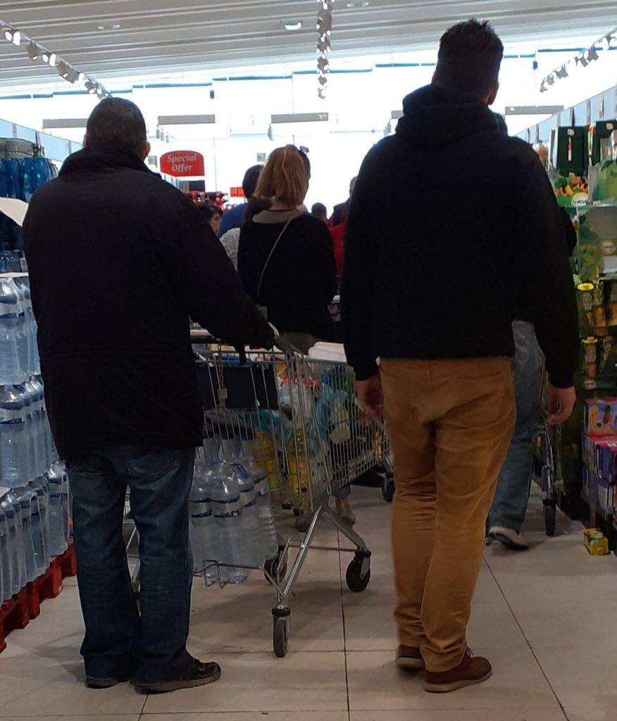 MalDia Lengthy queues in food retail outlets