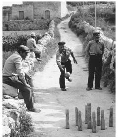MalDia Entertainment was sparse a game of street bowls for men