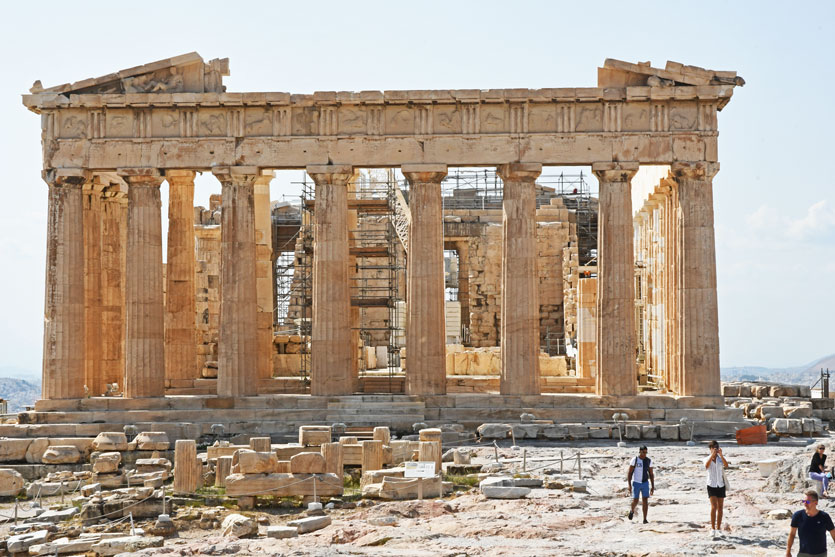 No crowd at the Parthenon