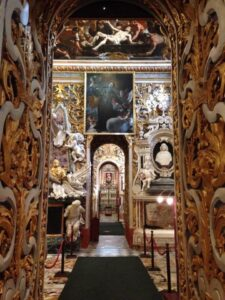 MalDia A side altar splendid baroque manifestation