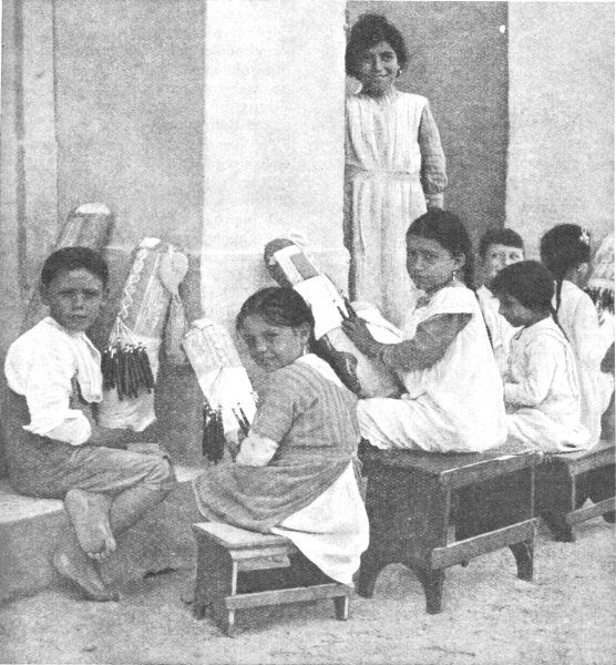MalDia A Lace making school at the beginning of the th Century