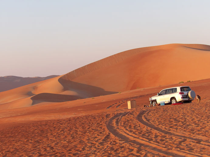 1-Driving-in-Abu-Dhabi-desrt-is-a-real-thrill