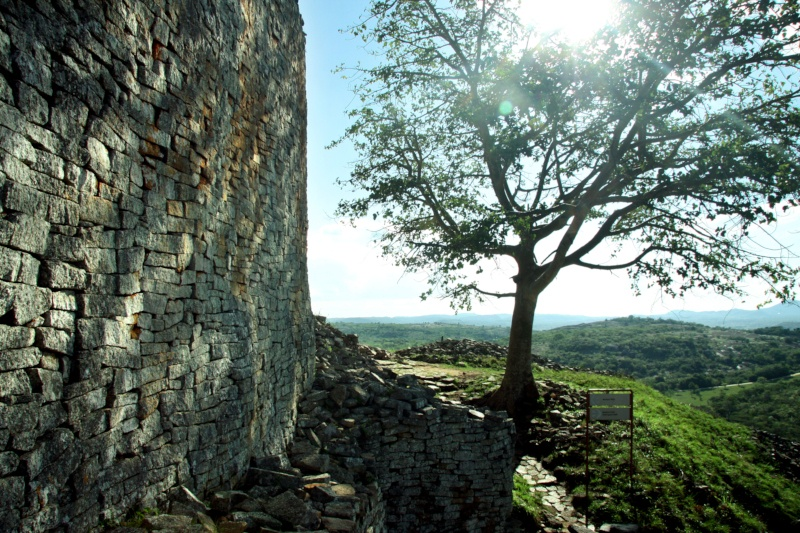 3.-Outer-wall-of-western-enclosure-at-the-Hill-Complex.
