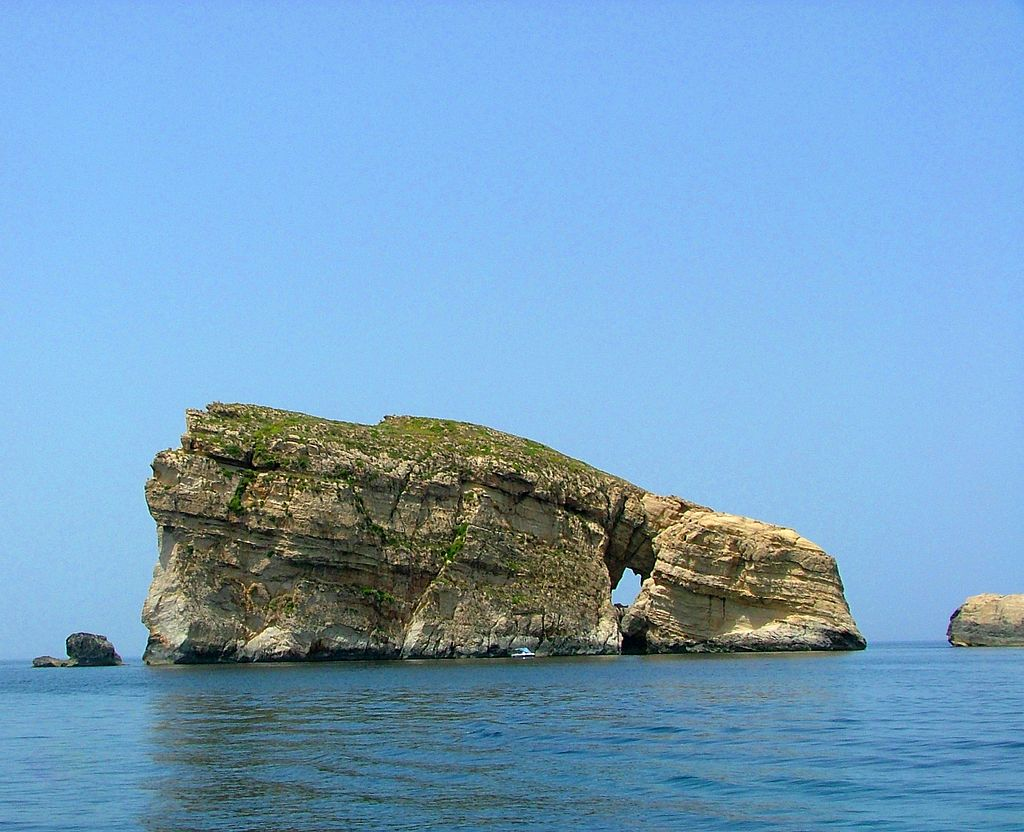 MalDia-04-27-01-21-Another-view-of-Fungas-Rock