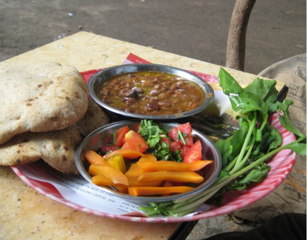 2-Egyptian-street-meal-with-Foul