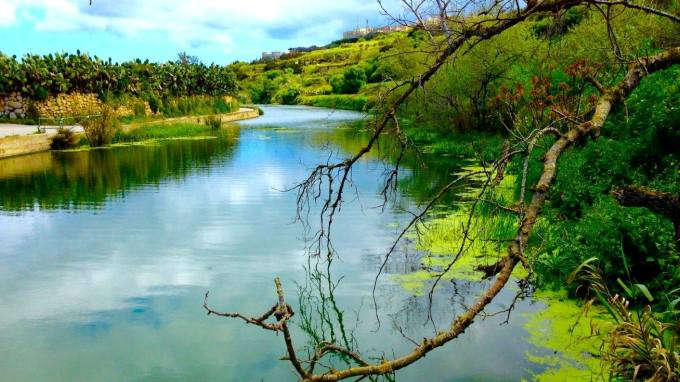 MalDia-01-10-02-21-The-valley-known-as-The-Chadwick-Lakes-an-area-of-natural-beauty.