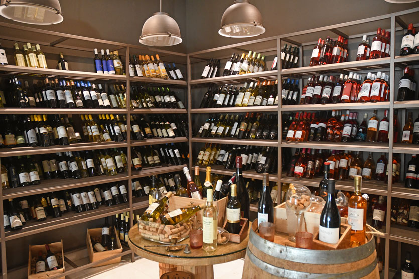 11-Choice-of-300-different-complimentary-wines-to-fit-your-taste