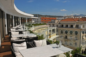 11-The-top-floor-restaurant-Orizontes-of-Electra-Palace