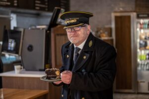Pic-3.-NYMR-making-time-for-a-piece-of-cake