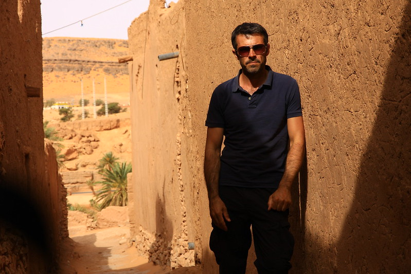 2.-Standing-in-the-small-oasis-of-Taghit.-Algeria_-002
