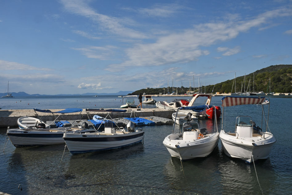 5-boats-for-rent-in-Sivota