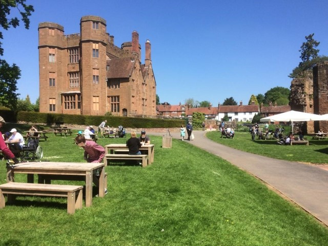 Pic-2.-Enjoying-the-day-at-Kenilworth-Castle-