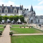 1-The-Chateau-dAmboise-overlloking-the-river-Loire