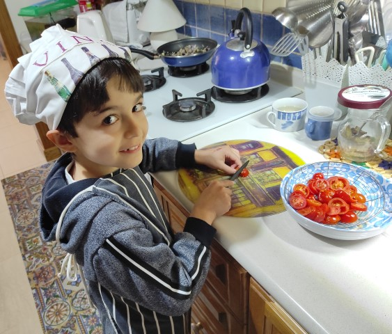 MalDia-03A-01-09-2021-Grandson-GABRIEL-following-in-the-family-tradition-in-the-kitchen