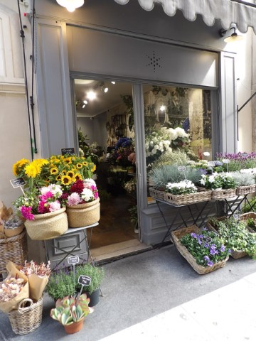 12-Time-to-discover-the-real-Parisian-boutiques-in-the-near-by-streets