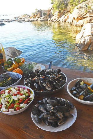 14-Mussels-cooked-by-Dina-Nikolaou
