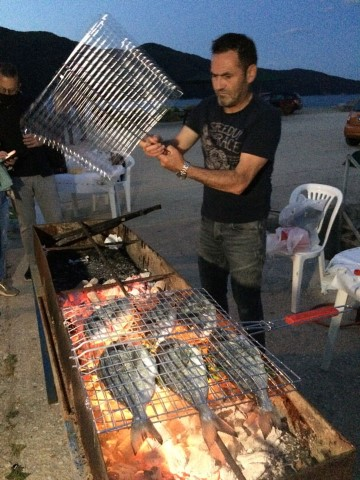 5-Fisherman-cooking-the-famous-orkynis