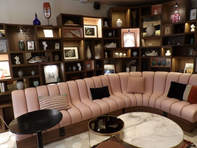 7-The-pink-sofa-in-the-library-lounge